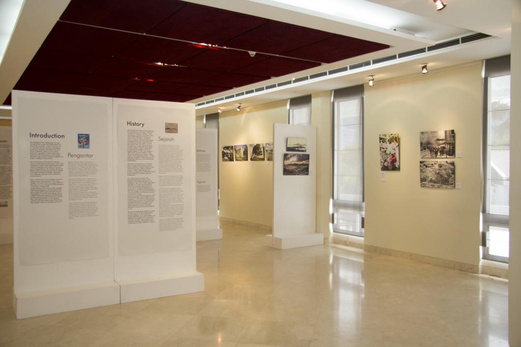 Gedeeltelijk overzicht van de fototentoonstelling